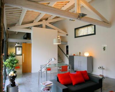 jouer avec les poutres et les charpentes 10 fa ons de mettre en valeur sa maison journal des. Black Bedroom Furniture Sets. Home Design Ideas
