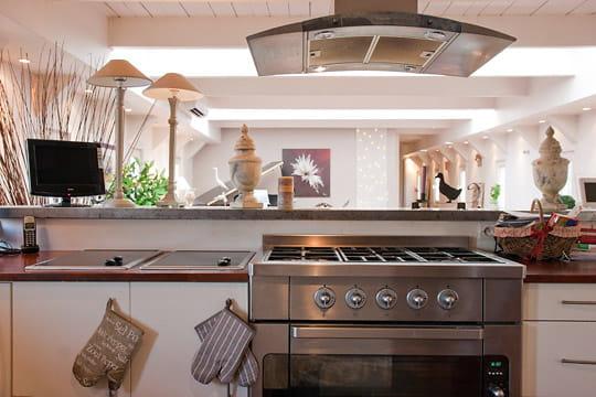 Une cuisine de professionel une d co au fil de l 39 eau et for Cuisine tout equipee