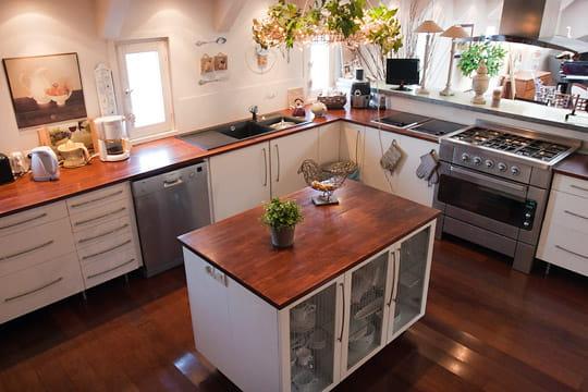 un large espace pour la cuisine une d co au fil de l 39 eau et des envies journal des femmes. Black Bedroom Furniture Sets. Home Design Ideas