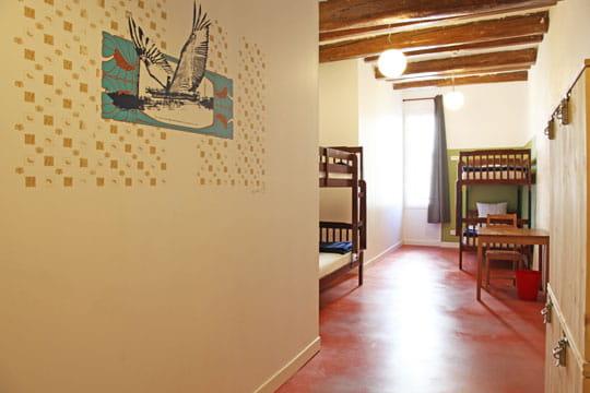 chambre en enfilade couleurs r cup 39 et brocante dans d 39 anciens arsenaux journal des femmes. Black Bedroom Furniture Sets. Home Design Ideas
