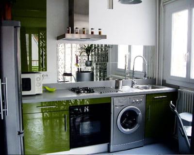 Avec cr dence miroir cuisines mini et pratiques for Credence en miroir
