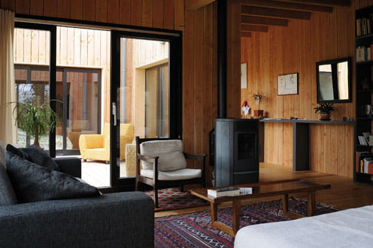 du bois dehors et dedans des maisons colo et tr s d co journal des femmes. Black Bedroom Furniture Sets. Home Design Ideas