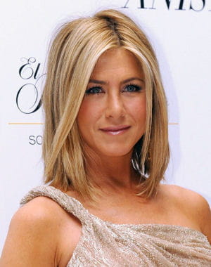 le carré plongeant de jennifer aniston