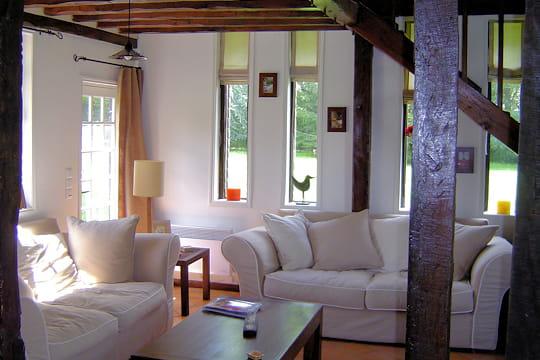 un salon douillet et lumineux une ancienne long re pleine de charme journal des femmes. Black Bedroom Furniture Sets. Home Design Ideas