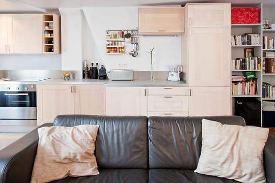 Une cuisine qui se fond dans le d cor un 55 m spacieux for Bibelots decoration cuisine