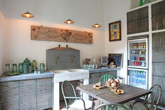 ambiance vacances une maison de village pleine d 39 id es. Black Bedroom Furniture Sets. Home Design Ideas