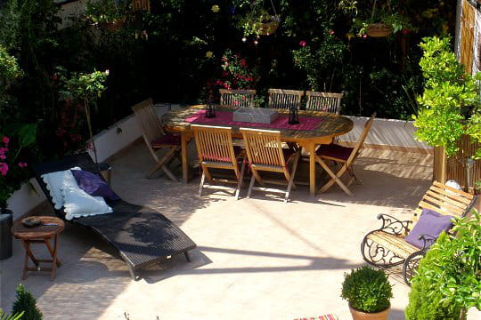 une terrasse entre ombre et lumi re de somptueuses terrasses pour pr parer la belle saison. Black Bedroom Furniture Sets. Home Design Ideas
