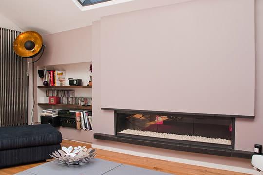 une chemin e moderne une ancienne meuli re remise au go t du jour journal des femmes. Black Bedroom Furniture Sets. Home Design Ideas