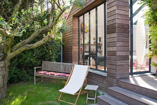 l 39 extension du salon vue du jardin une ancienne meuli re remise au go t du jour journal des. Black Bedroom Furniture Sets. Home Design Ideas