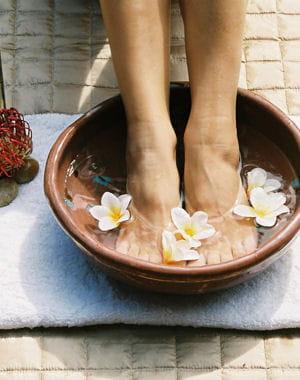 soin des pieds adoptez des recettes maison chouchoutez vos pieds journal des femmes. Black Bedroom Furniture Sets. Home Design Ideas