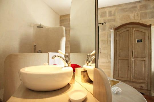 Cr ations originales un mas aux notes tendres en for Decoration interieur mas provencal