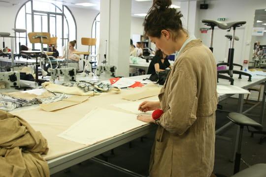 Une diversit dans les cours dispens s l 39 ecole de la - Chambre syndicale de la haute couture parisienne ...