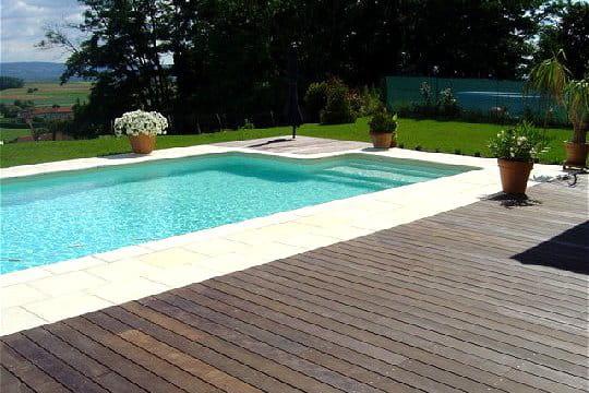 une piscine paradisiaque vos magnifiques piscines journal des femmes. Black Bedroom Furniture Sets. Home Design Ideas