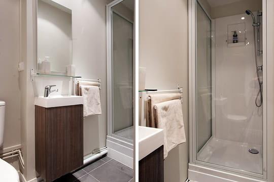 une salle d 39 eau dans un ancien placard un studio de 20 m styl et color journal des femmes. Black Bedroom Furniture Sets. Home Design Ideas