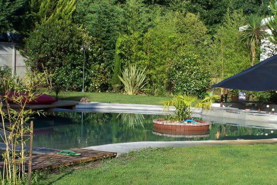 une piscine originale pour petit budget vos magnifiques piscines journal des femmes. Black Bedroom Furniture Sets. Home Design Ideas