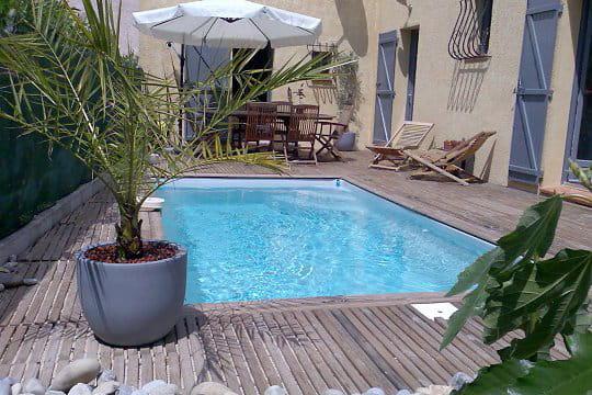Une piscine de petite taille vos magnifiques piscines journal des femmes - Taille piscine standard ...