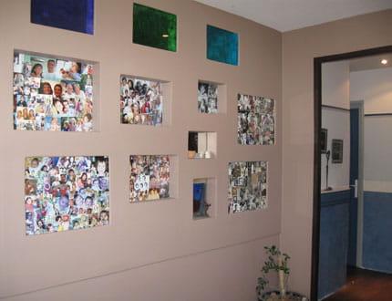 un mur de photos visitez la maison d 39 amandine journal des femmes. Black Bedroom Furniture Sets. Home Design Ideas