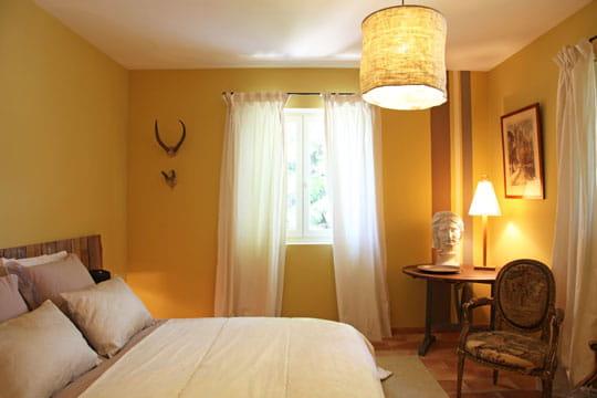 tendance soleil harmonie des couleurs dans une maison de vacances journal des femmes. Black Bedroom Furniture Sets. Home Design Ideas