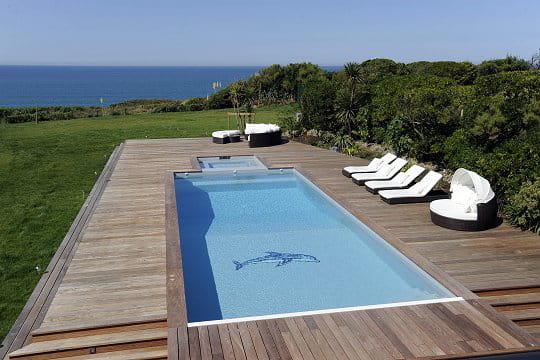 Une piscine personnalis e des piscines de r ve pour for Piscine miroir carre bleu
