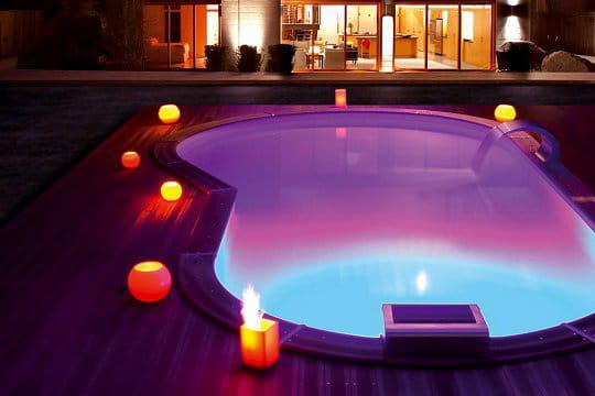 courbes et jeux de lumi re des piscines de r ve pour buller cet t journal des femmes. Black Bedroom Furniture Sets. Home Design Ideas