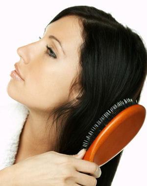 je brosse trop mes cheveux cheveux stop aux mauvaises habitudes journal des femmes. Black Bedroom Furniture Sets. Home Design Ideas