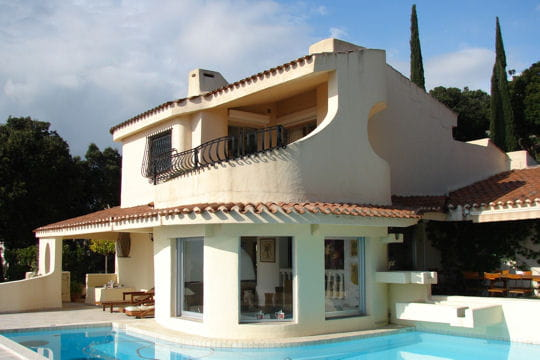 La villa de vacances de dalida en corse la villa de for Villa a louer en corse du sud avec piscine