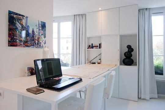 Un bureau surprenant un appartement plein d 39 astuces journal des femmes - Rangement appartement ...