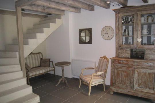 A l 39 abri sous l 39 escalier esprit de charme dans un ancien for Deco escalier ancien
