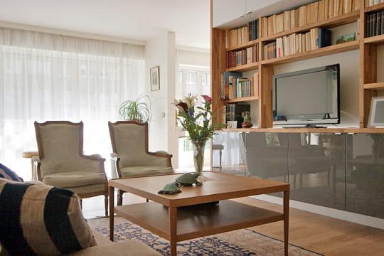apr s un coin t l recentr nouvel habit pour un appartement familial journal des femmes. Black Bedroom Furniture Sets. Home Design Ideas