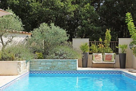 Piscine mosa que fugue d co en provence journal des femmes for Accessoire piscine deco