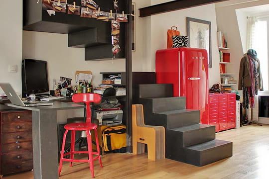 Un coin bureau rouge et noir - Bureau rouge ikea ...