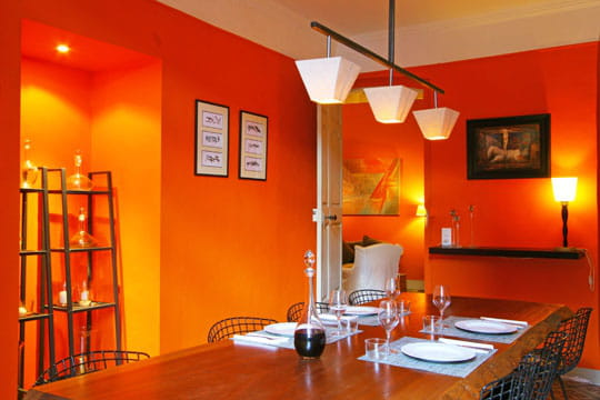 Orange total les murs mis en sc ne par les d corateurs for Deco salon couleur chaude