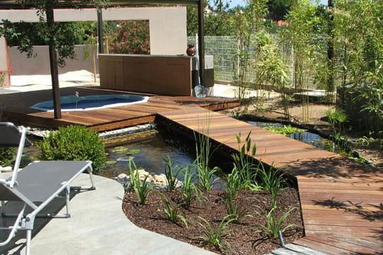 Passerelle pour moment de d tente des passerelles pour survoler les bassins journal des femmes - Passerelle en bois pour jardin ...