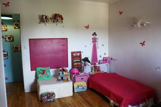 une chambre de petite fille r veuse visitez la maison de virginie journal des femmes. Black Bedroom Furniture Sets. Home Design Ideas